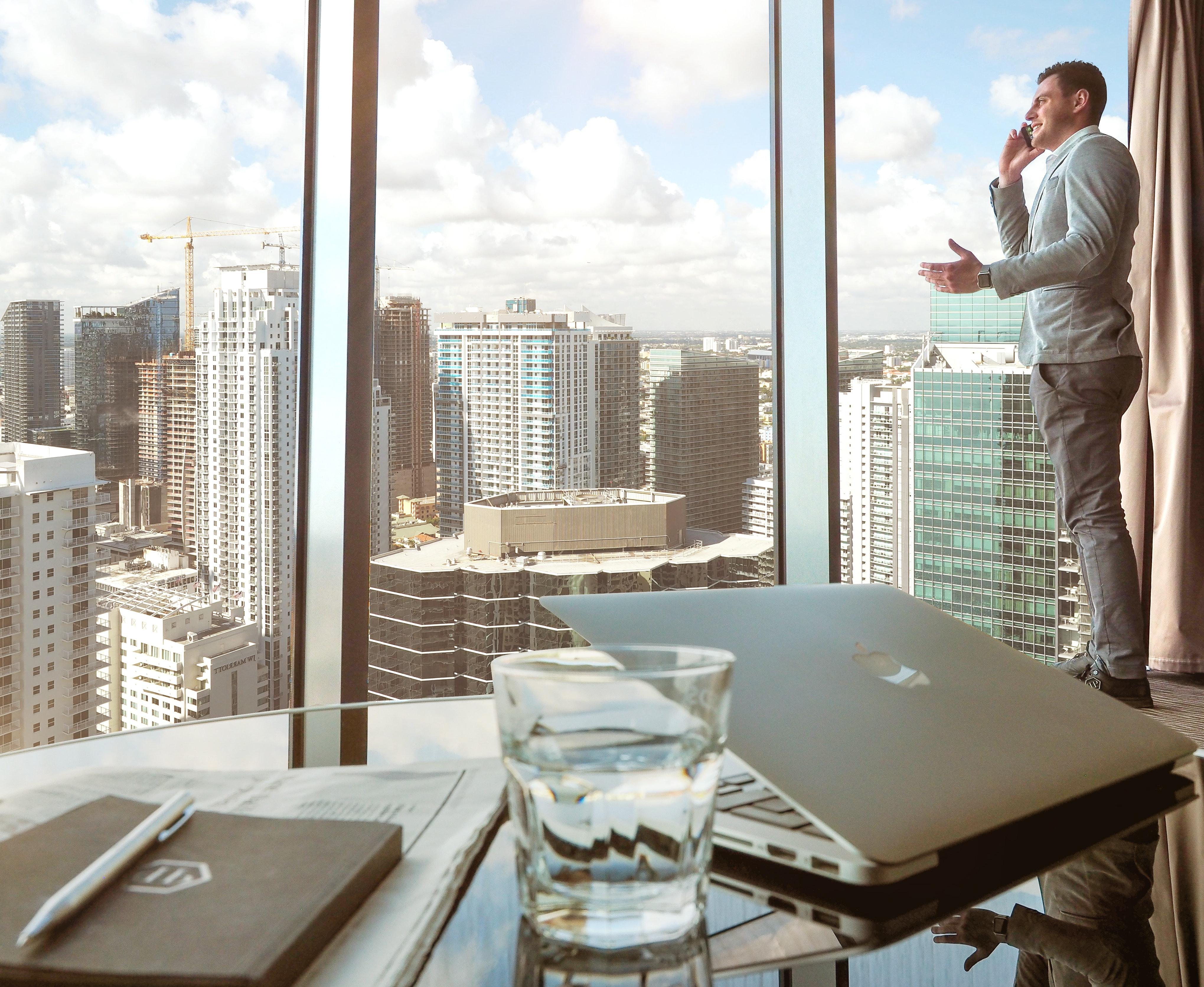 OficinaCristalera  5 ventajas de trabajar en seguros OficinaCristalera